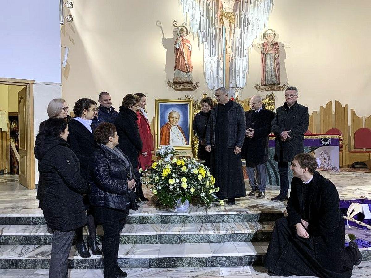 Relikwie i obraz Św. JP II w parafii Pustków- Osiedle