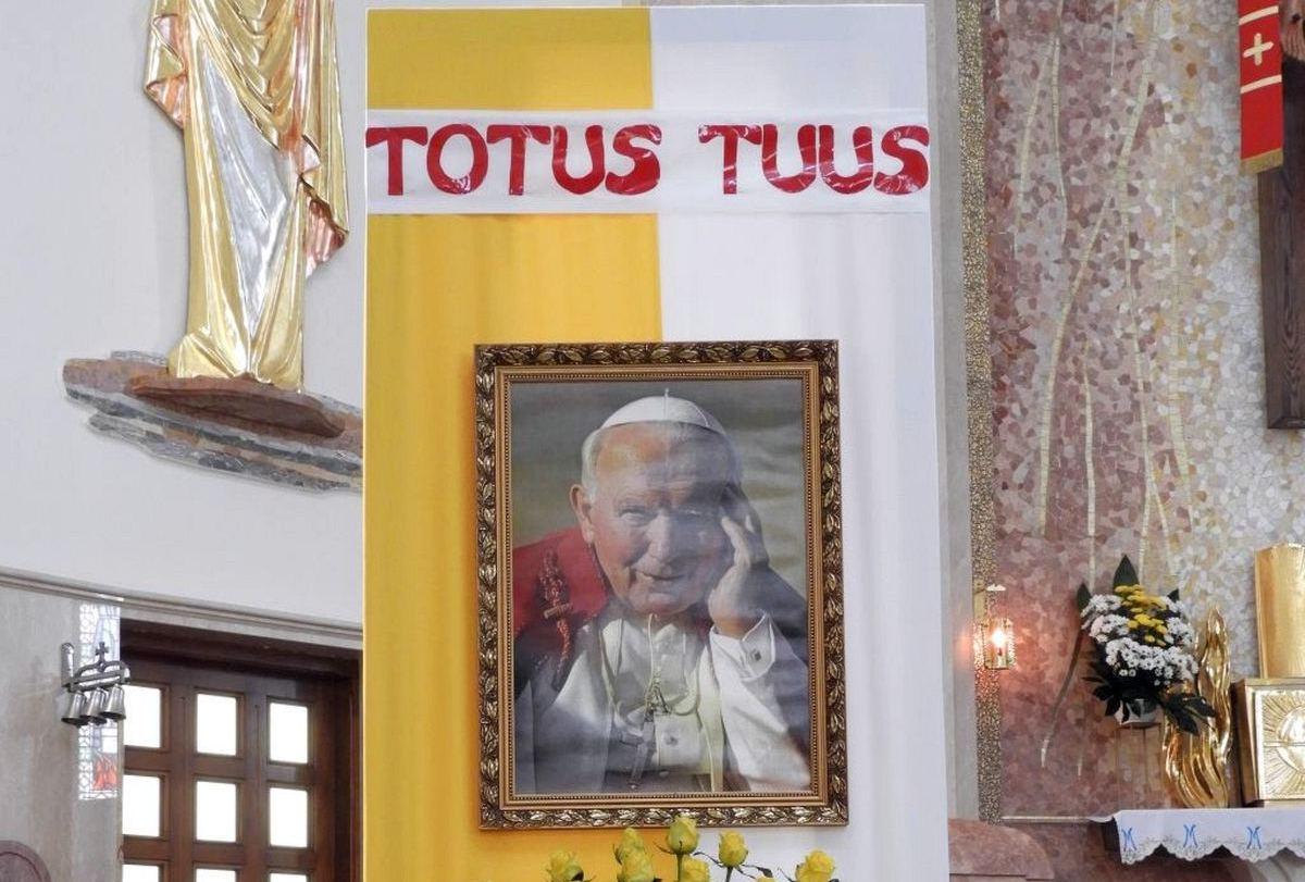 Święty Janie Pawle II, módl się za nami!