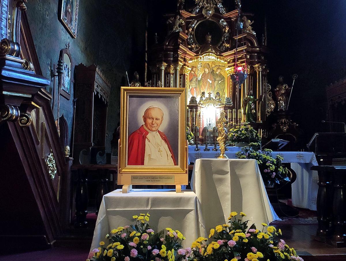 Obraz i relikwie Św. Jana Pawła II w Skrzyszowie