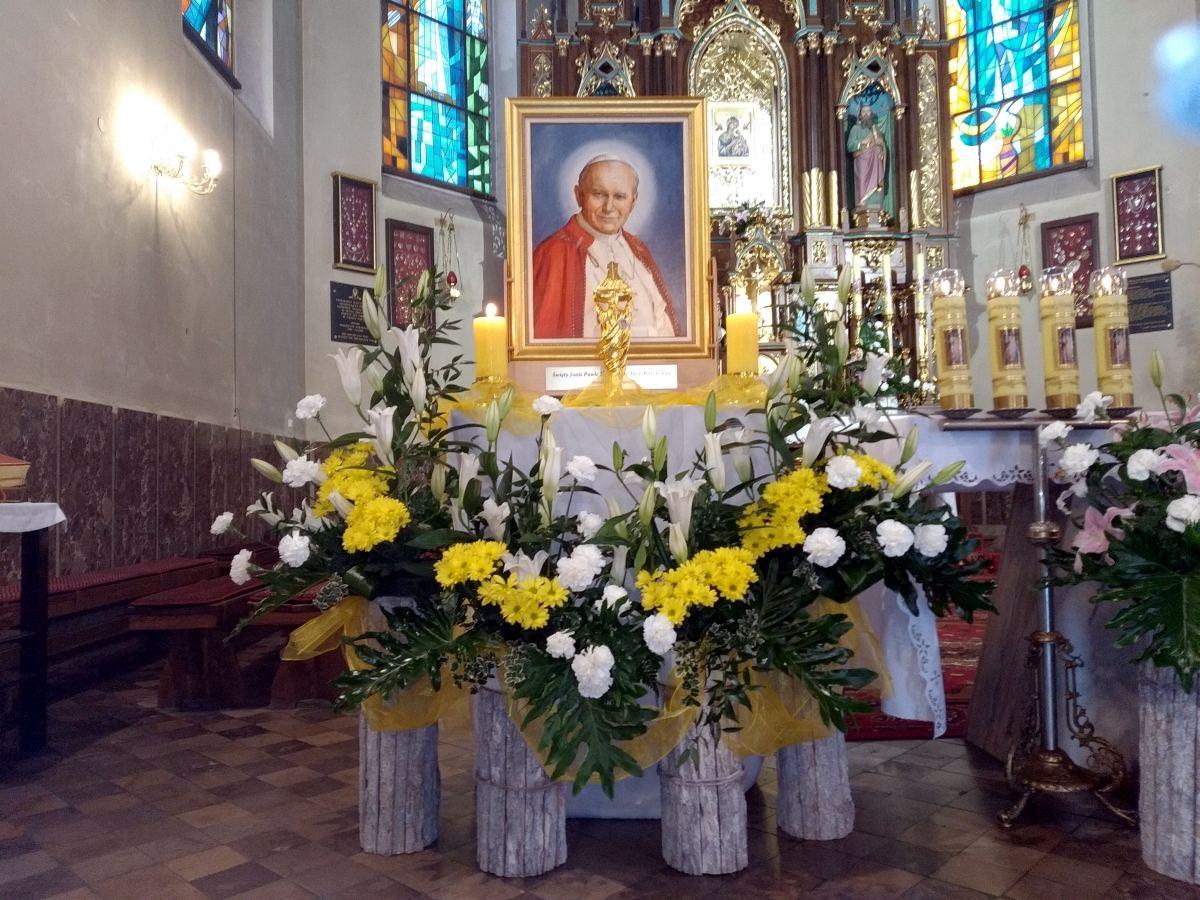 Relikwie i obraz Św. JPII MBNP w Woli Rzędzińskiej