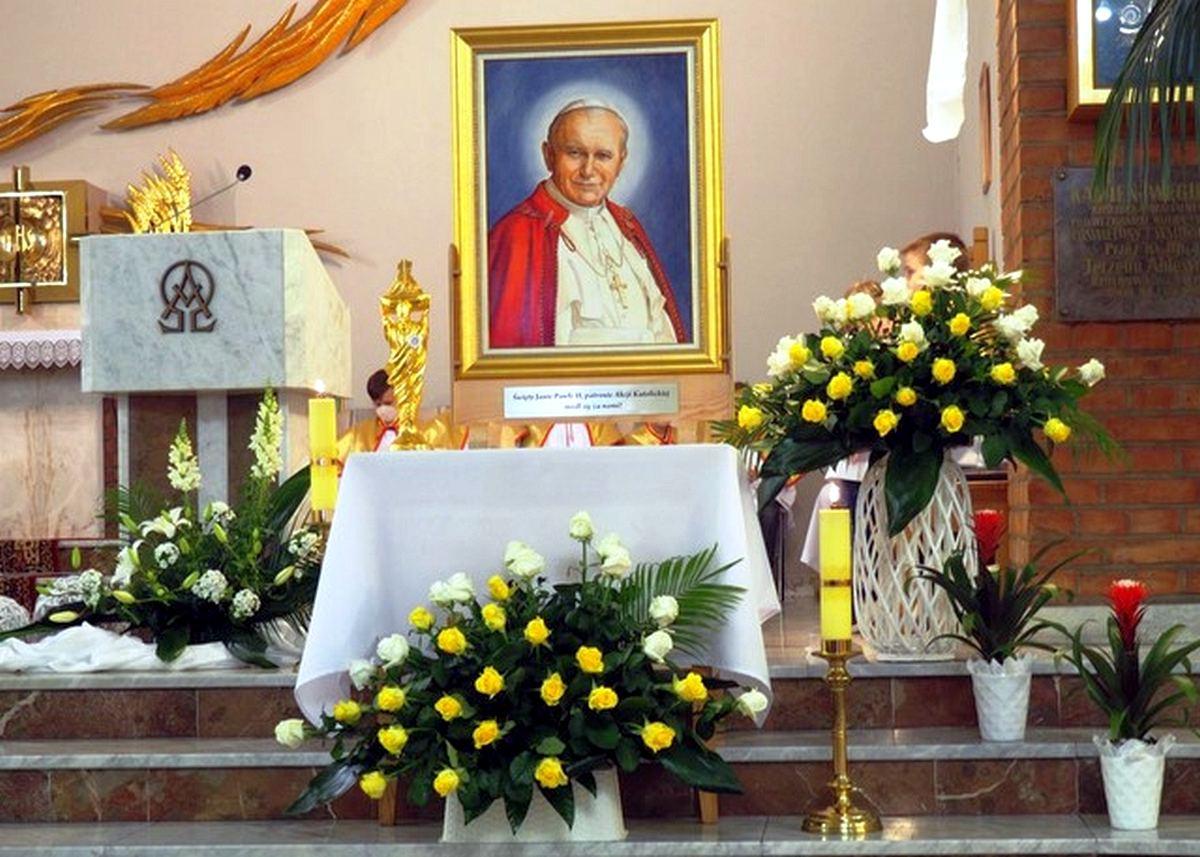 Rzuchowa Relikwie i Obraz Św. Jana Pawła II